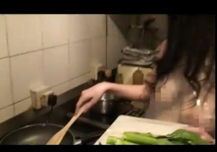 เชฟสาว เปลือย ทำอาหาร